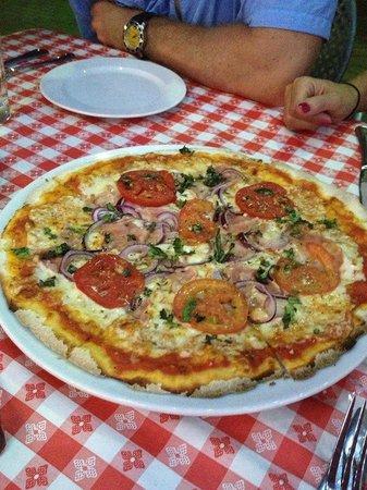 Tomato Charlie's : Tomato, Onion & Basil Pizza