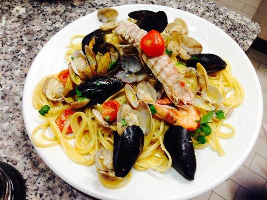 Trattoria e Pizzeria Antica Capri: linguine ai frutti di mare