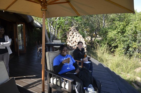 Makweti Safari Lodge : Enjoying a drink on arrival