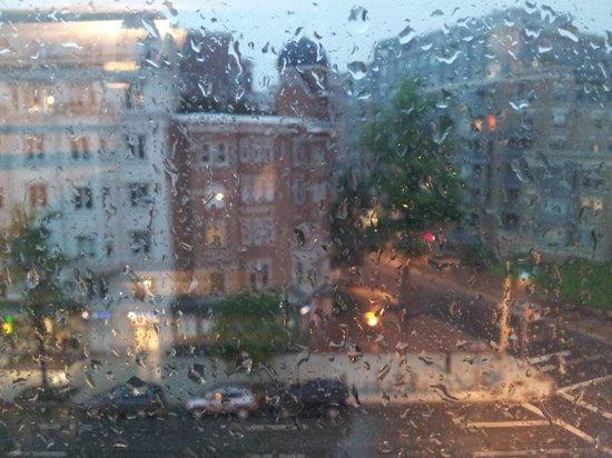 Avenue Suites Georgetown: vista desde habitacion un dia de lluvia