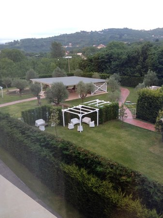 Virginia Palace Hotel: Parte del giardino vista dal secondo piano