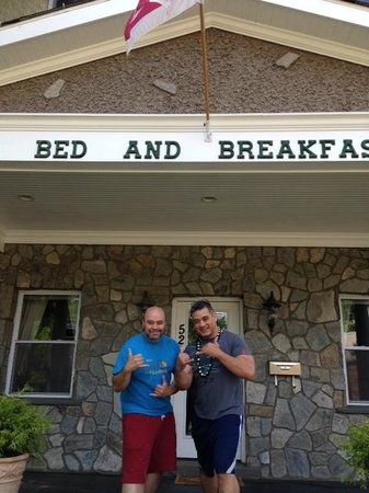 Malolo Bed and Breakfast: Our hosts, Dave and Jorge