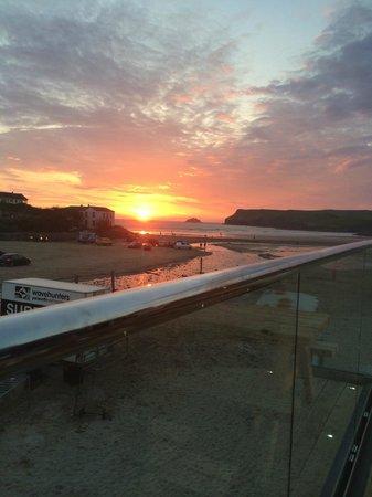 Polzeath Beach: sunset at Decksteppers