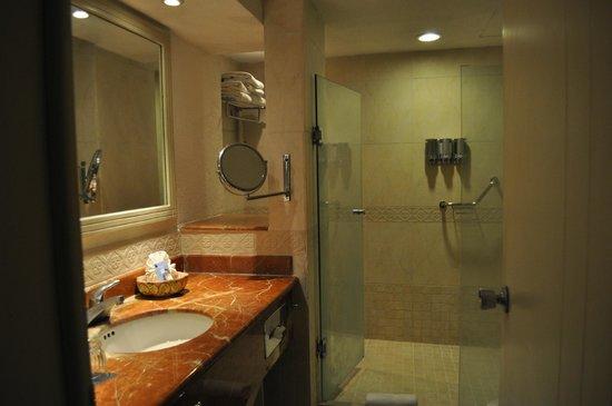 Occidental Costa Cancun: bathroom
