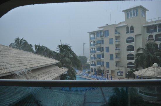 Occidental Costa Cancun: rainy November