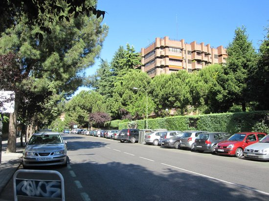 Eurostars Suites Mirasierra : Hotel neighborhood