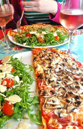 Babalou: Mushroom Pizza with Rocket Salad