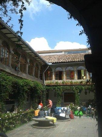 Pariwana Hostel Cusco : Patio / Recepción