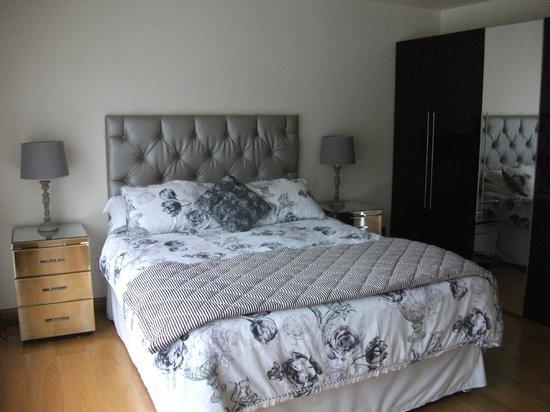 Myrtle Bank Guest House: master bed