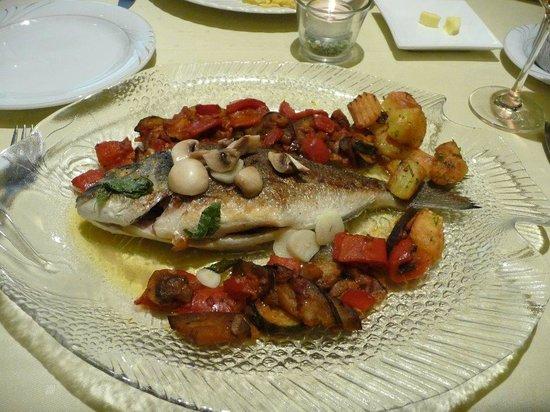 Hotel Gasthof Vier Lowen: Dorade mit Gemüse