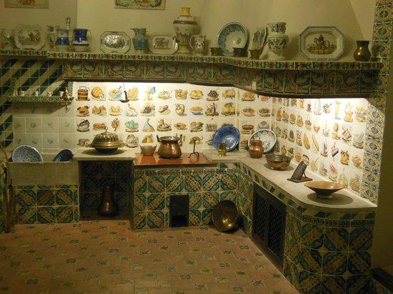 El Museo Nacional de Ceramica y de las Artes Suntuarias Gonzalez Marti : reconstitution d'une cuisine