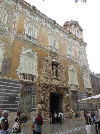 El Museo Nacional de Ceramica y de las Artes Suntuarias Gonzalez Marti : la façade du musée