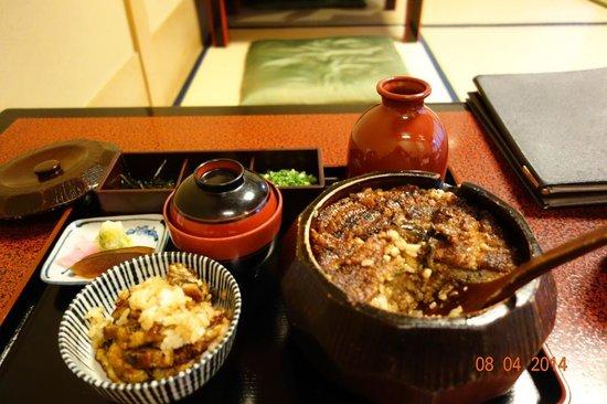 Atsuta Horaiken Honten : Grilled eel and rice set