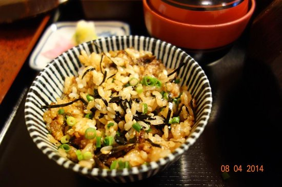 Atsuta Horaiken Honten : Eels and rice mixed with green onion and dried sea weed slivers