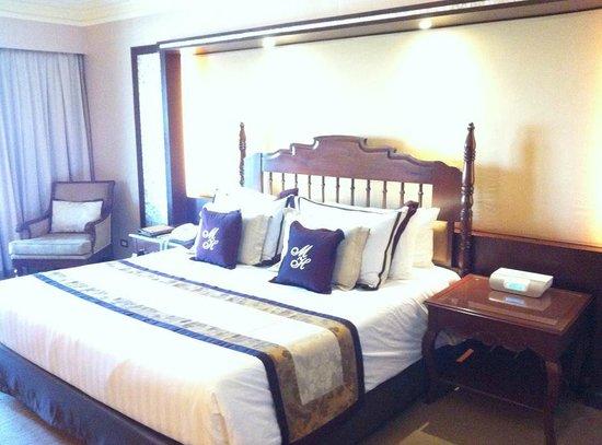 The Manila Hotel: Bed