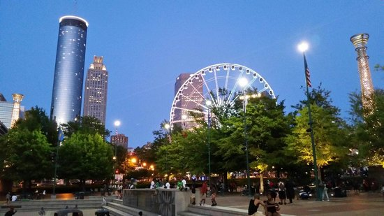 Centennial Olympic Park : What a nice view at night