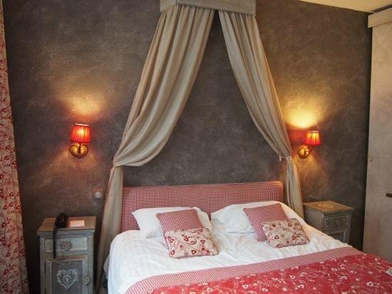 Hotel Beaucour: ベッド