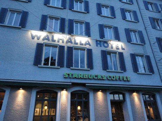 Walhalla Hotel: Fachada do ´hotel/café