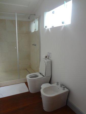 Casa Colonial Paraty: Banheiro amplo
