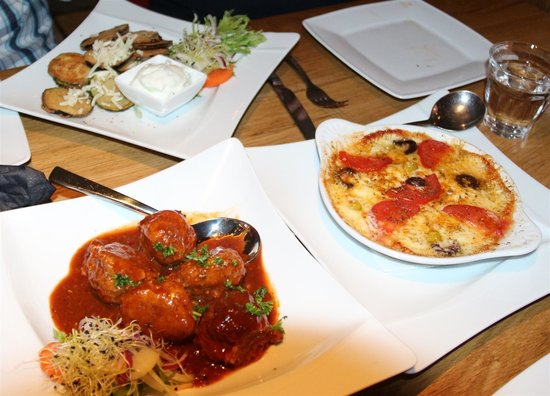Lithos : Meatballs, cheese dip and fried zucchini (the best I ever ate!)