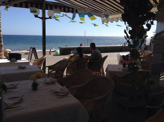 La Proa Casa Reyes : Con la playa enfrente