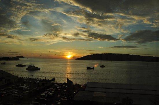Le Meridien Kota Kinabalu: Coucher de soleil vu de la chambre