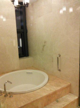Hilton Zhongshan Downtown : Bathroom