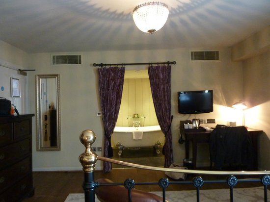 The White Swan Hotel: Bathroom