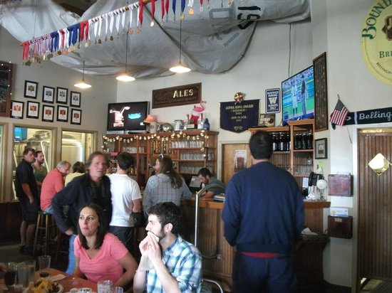 Boundary Bay Brewery & Bistro: Bar area