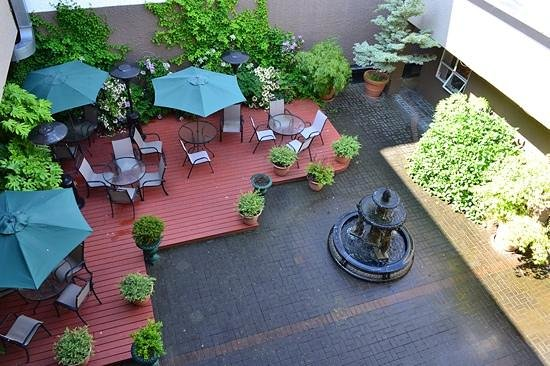 Quality Inn Downtown Inner Harbour: View of the courtyard from the balcony