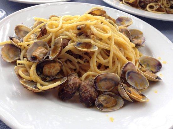 La Favorita Ristorante Pizzeria : Spaghetti arselle e bottarga