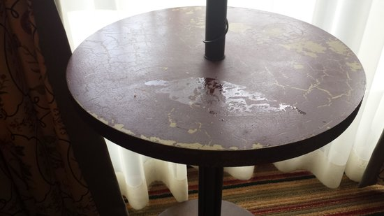 The Lodge and Spa at Callaway Resort & Gardens: Spill on the table