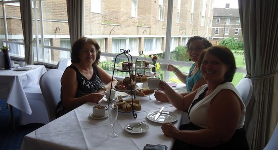 The Clarendon Hotel - Blackheath Village : Family Afternoon Tea