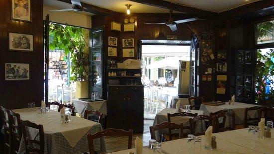 Ta Giouvetsakia: A cozy interior