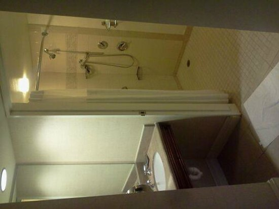 Hilton New Orleans Riverside - Bathroom