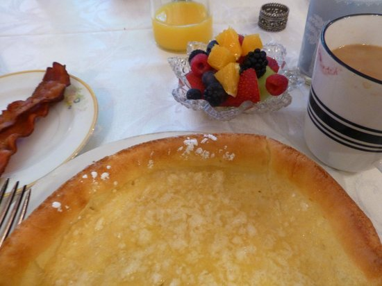 Heritage Inn Bed and Breakfast : Breakfast: German Babies is lemony egg pancake.