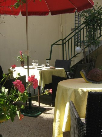 le Clos  champel : table  terrasse