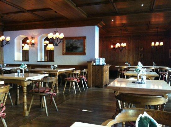 Hotel Vitalis : Der rustikale Speisesaal zur Frühstückszeit
