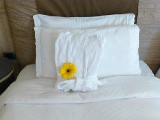 Barocco Hotel: Nice touch...comfy bathrobe