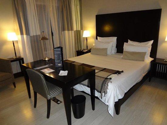 Hotel NH Collection Lisboa Liberdade: Quarto amplo