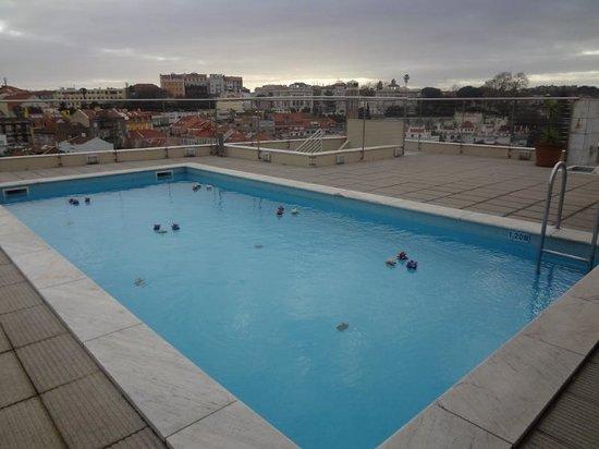 NH Lisboa Liberdade: Piscina no terraço
