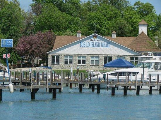 Bob-Lo Island Beach House Restaurant: Great place