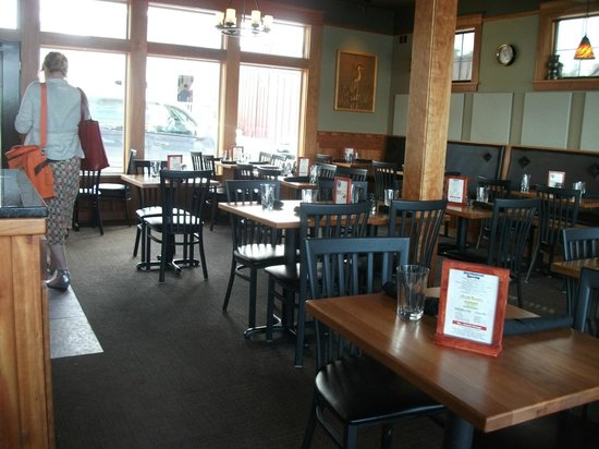 Front Street Grill : Eating area