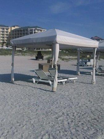 Omni Amelia Island Plantation Resort : The cabana setup on the beach
