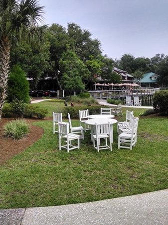 Omni Amelia Island Plantation Resort : The grounds around the resort near the shops