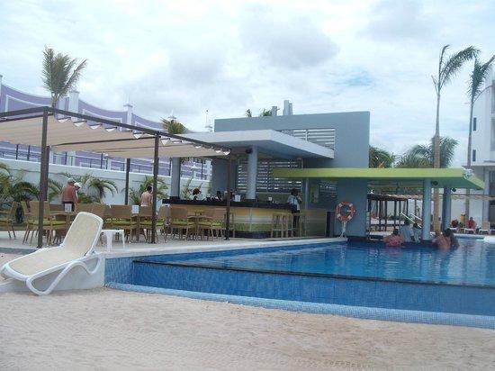 Hotel Riu Palace Jamaica: bar piscina...