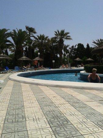 Marhaba Beach Hotel: Basen