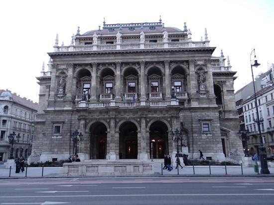 Hungarian State Opera House (Magyar Allami Operahaz) : Edifice de face