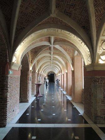 Couvent des Minimes - Alliance Lille : Corridor beside the Bar