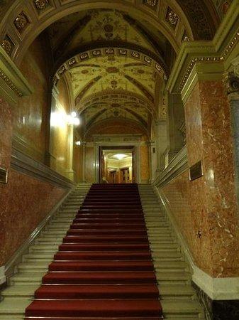 Hungarian State Opera House (Magyar Allami Operahaz) : Grand escalier